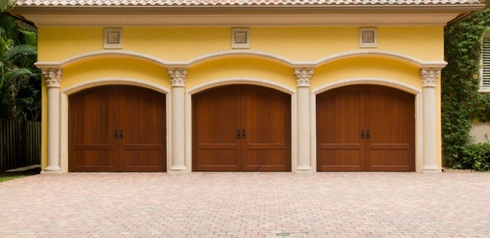 Hurricane_Garage_door-759629-edited.jpg
